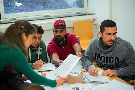 Местные общины проявляют австрийское гостеприимство и помогают беженцам обустроиться